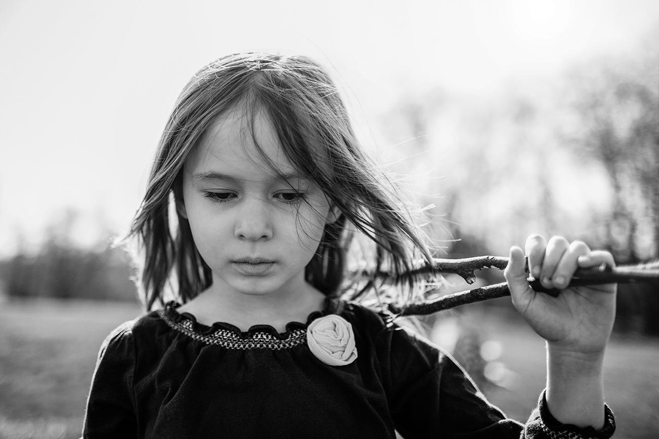 Focení dětí v černobílé v parku 1