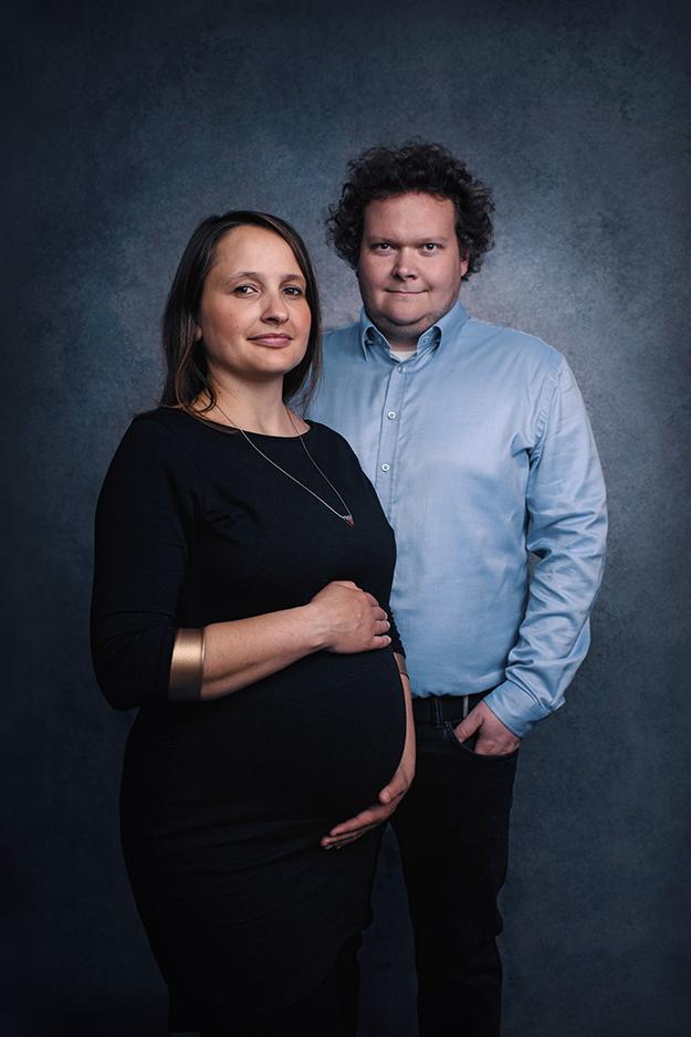 Těhotenské focení v ateliéru v Praze 10 J4