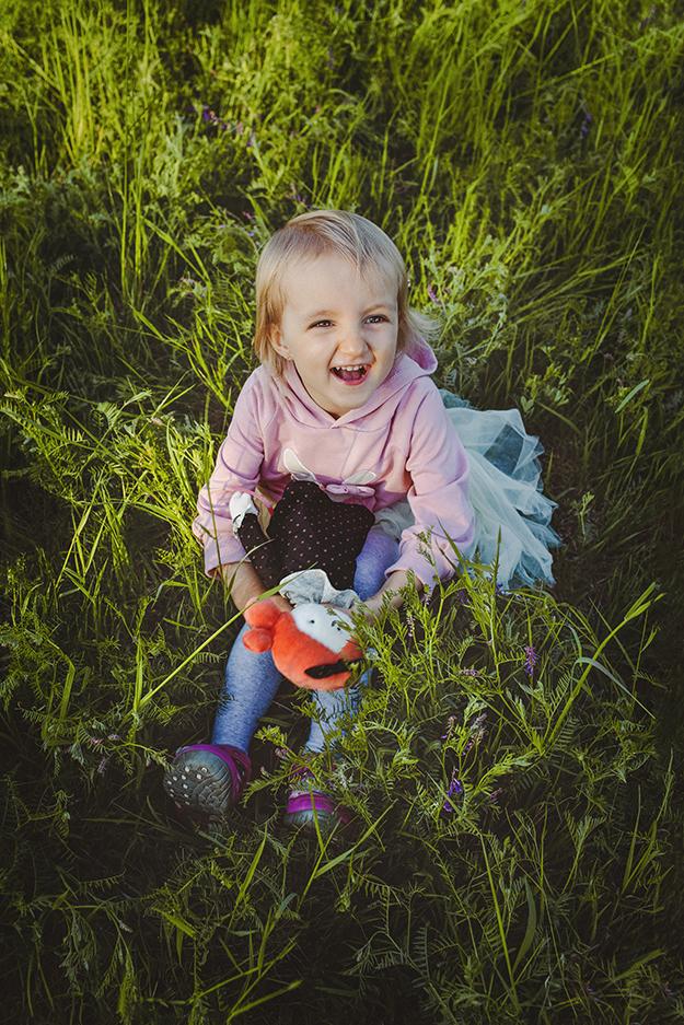 focení dětí s rodinou v krásné přírodě nedaleko Prahy 13
