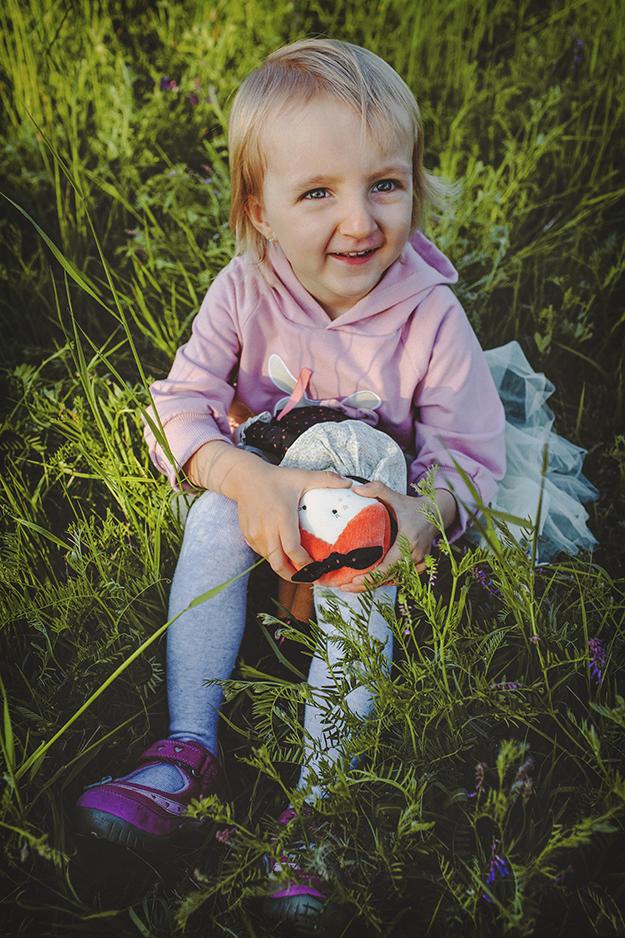 focení dětí s rodinou v krásné přírodě nedaleko Prahy 14