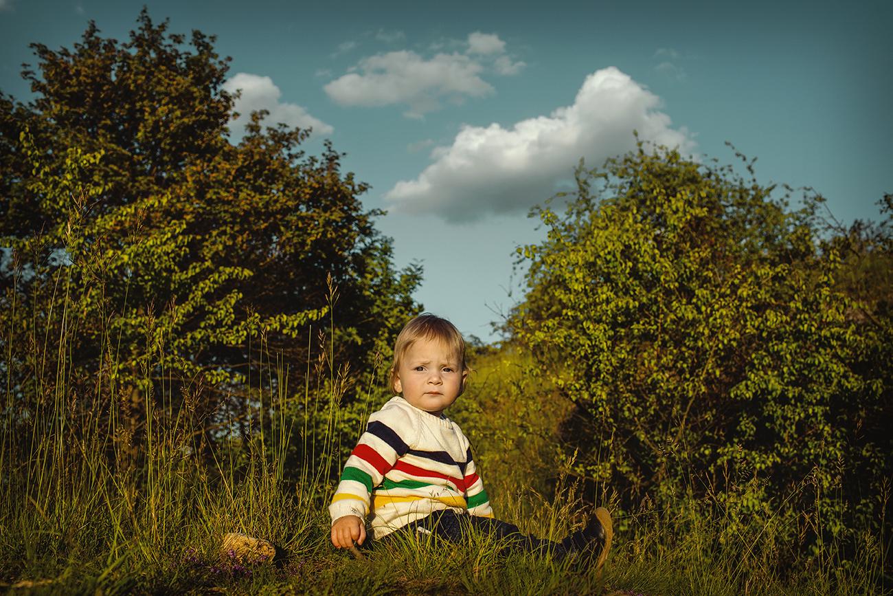 rodinné focení v nádherné přírodě v Praze s ročním dítětem 3